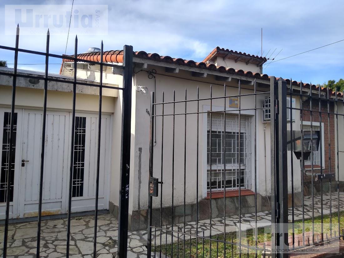 Foto Casa en Venta en  Moron Sur,  Moron  A. Rivas al 1400