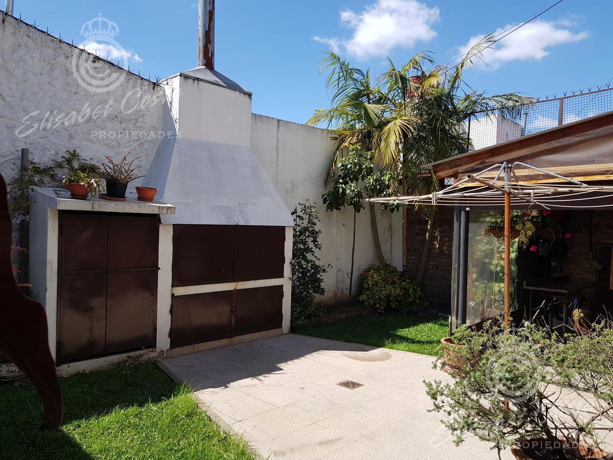 Foto Casa en Venta en  Lanús ,  G.B.A. Zona Sur  M. Weild al 2400