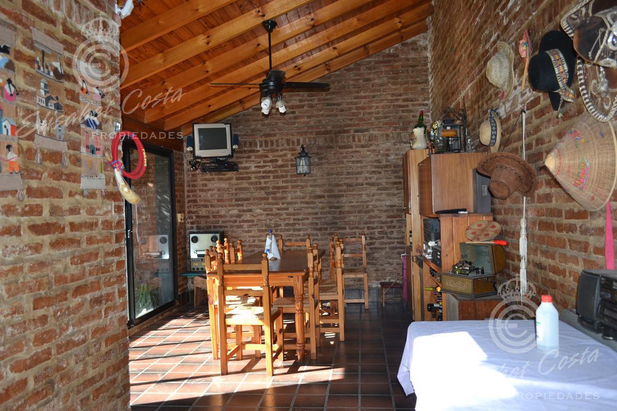 Foto Casa en Venta en  Lanús Este,  Lanús   General Guido al 1100