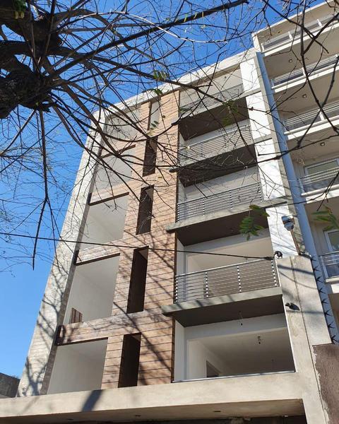 Foto Departamento en Venta    en  El Palomar,  Moron  Moyano 6461 2/3 A