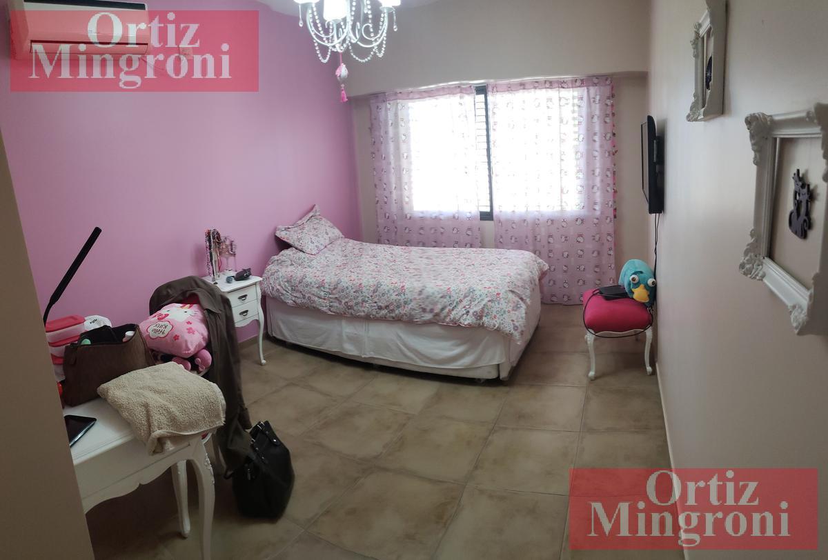Foto Casa en Venta en  Lomas De Zamora ,  G.B.A. Zona Sur  Loria al 1200