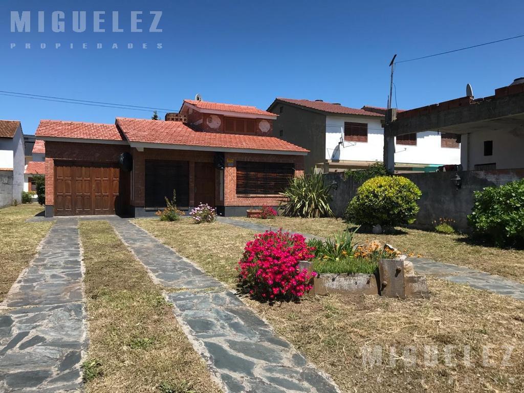 Foto Casa en Venta en  Mar Del Tuyu ,  Costa Atlantica  CALLE 76, e/ 2 y 3