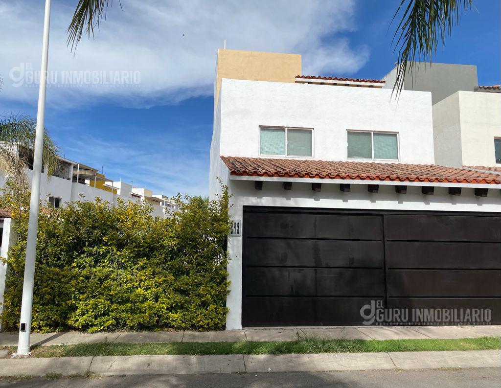 Foto Casa en Venta en  Fraccionamiento Bonanza Residencial,  Tlajomulco de Zúñiga  Casa Esquina Residencial con alberca Bonanza