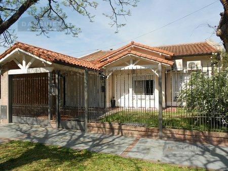 Foto Casa en Venta en  Adrogue,  Almirante Brown  BERNARDI, CONSCRIPTO 1454