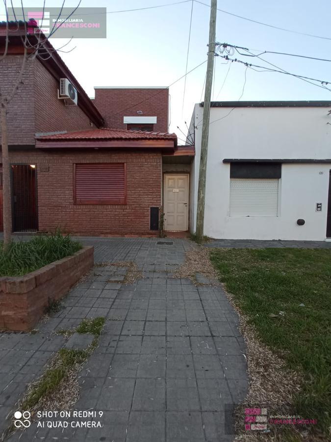 Foto PH en Alquiler en  Tolosa,  La Plata  527 12 y13