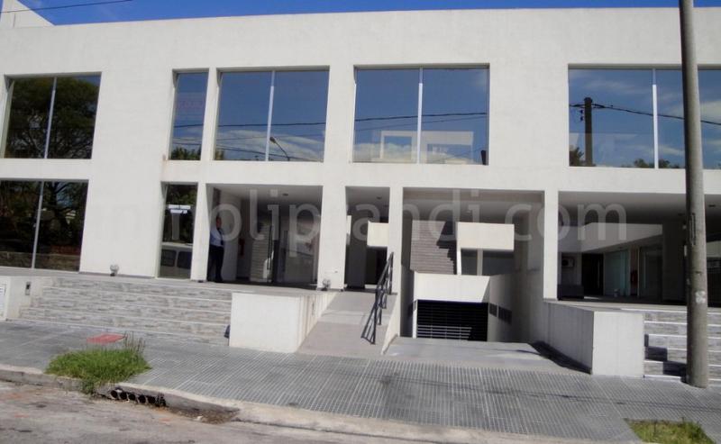 Foto Oficina en Venta en  Alberdi,  Cordoba  Paraguay al 300