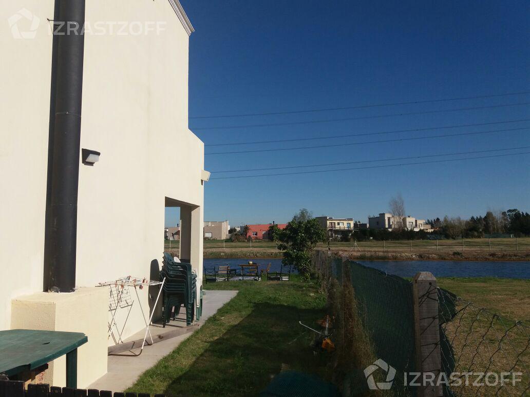 Casa-Venta-San Gabriel-Casa  con vista al agua y cuatro dormitorios