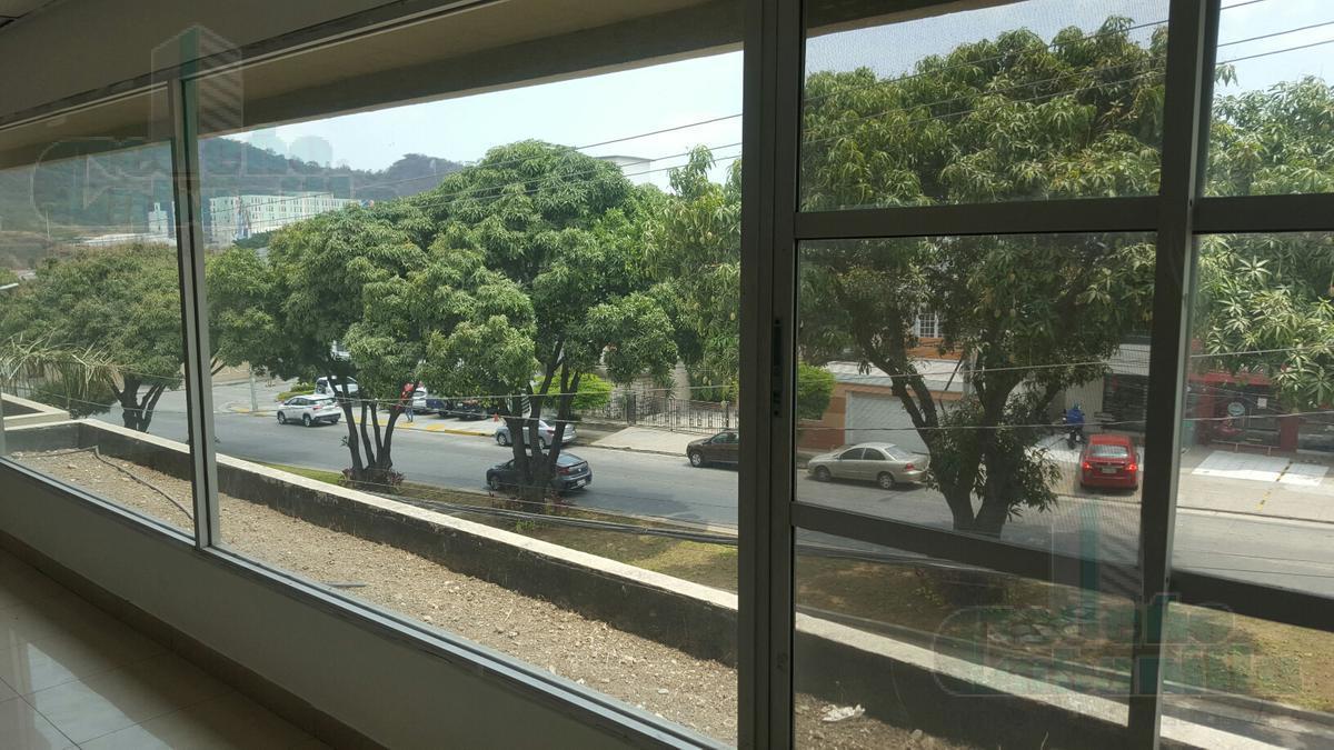 Foto Oficina en Venta en  Vía a la Costa,  Guayaquil  VENTA OFICINA DE OPORTUNIDAD LOS CEIBOS AV LEOPOLDO CARRERA