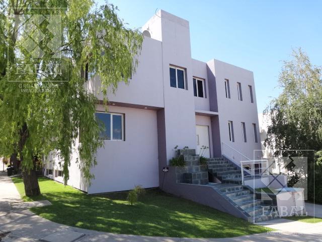 Foto Casa en Venta en  Santa Genoveva ,  Capital  Bocahue - Barrio Privado