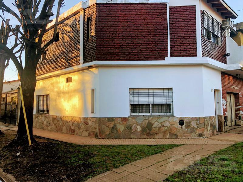 Foto Casa en Venta en  Ituzaingó ,  G.B.A. Zona Oeste  Henry Dunant al 1800