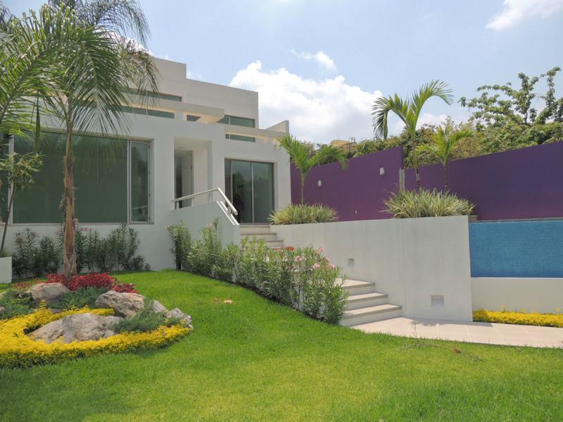 Foto Casa en Venta en  Fraccionamiento Sumiya,  Jiutepec  Venta de casa en Sumiya, alberca, jardín...Clave 1057