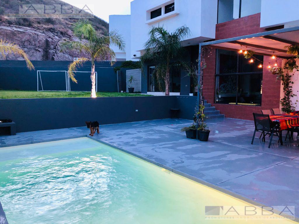 Foto Casa en Venta en  Chihuahua ,  Chihuahua  Preciosa casa moderna con Alberca en Mision del Bosque