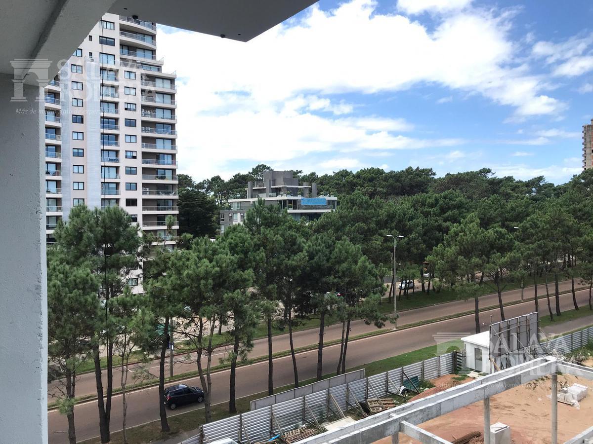 Foto Departamento en Venta en  Punta del Este ,  Maldonado  Apartamento en Venta 1 dormitorio, 1 baño y cochera en subsuelo a metros de la playa, Punta del Este