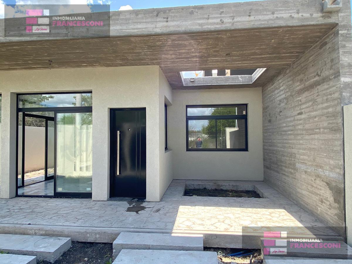 Foto Casa en Venta en  José Hernández,  La Plata  141 Y 515