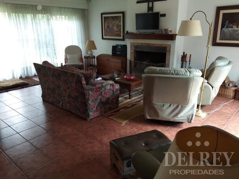 Foto Casa en Venta en  Carrasco ,  Montevideo  Alberdi y Havre prox.