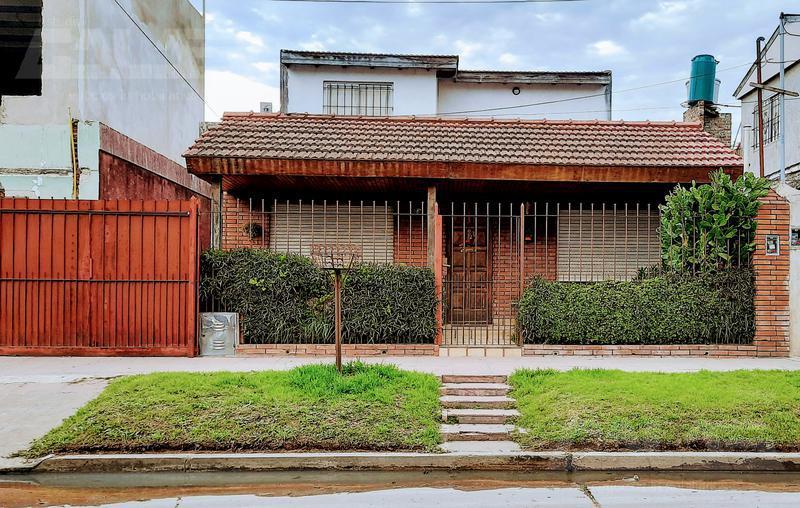 Foto Casa en Venta en  Ituzaingó ,  G.B.A. Zona Oeste  Pringles al 2200