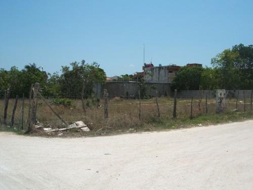 Foto Terreno en Venta en  Solidaridad ,  Quintana Roo  terreno comercial en 105 con 28 esquina