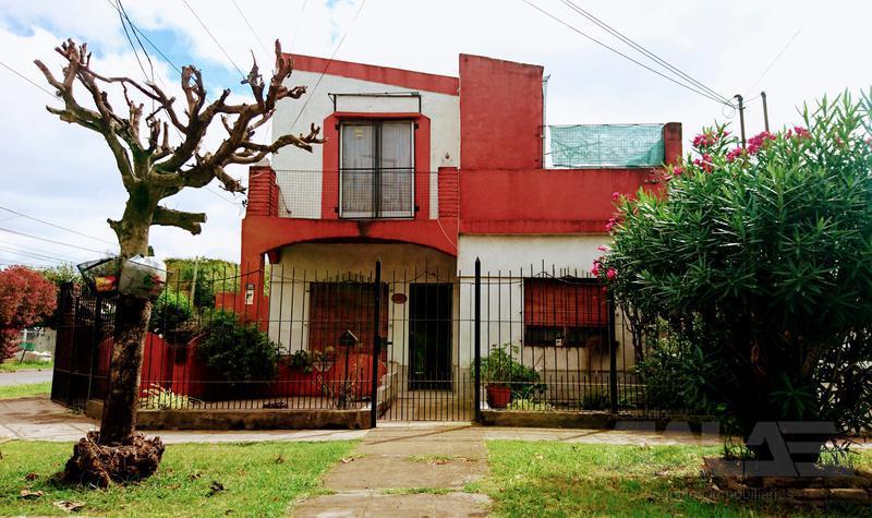 Foto Casa en Venta en  Ituzaingó Sur,  Ituzaingó  24 de Octubre al 2300