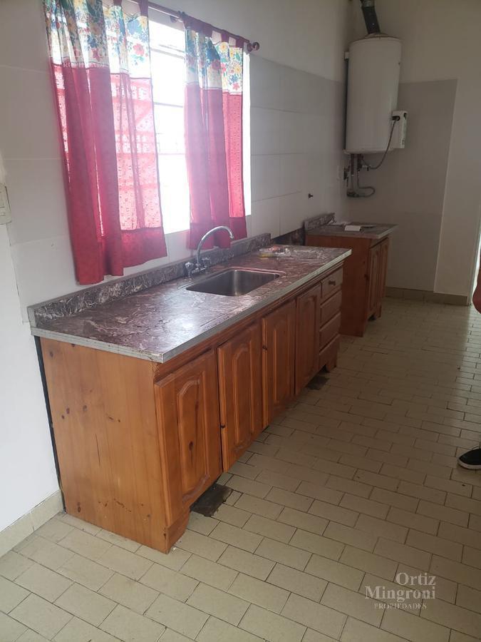 Foto Casa en Alquiler en  Lomas de Zamora Oeste,  Lomas De Zamora  Díaz Velez al 800