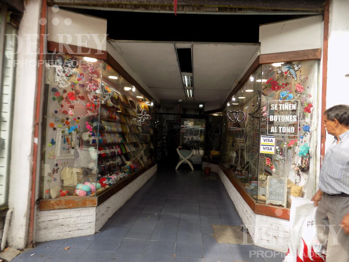 Foto Local en Alquiler en  Unión ,  Montevideo  Aprox 8 de octubre y Cipriano Miro