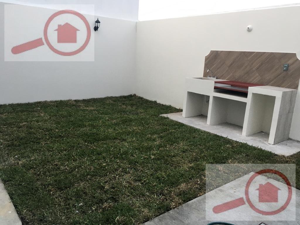 Foto Casa en Venta en  Fraccionamiento Lomas de la Rioja,  Alvarado  Casa en Venta en Lomas de la Rioja con Jardín y Asador