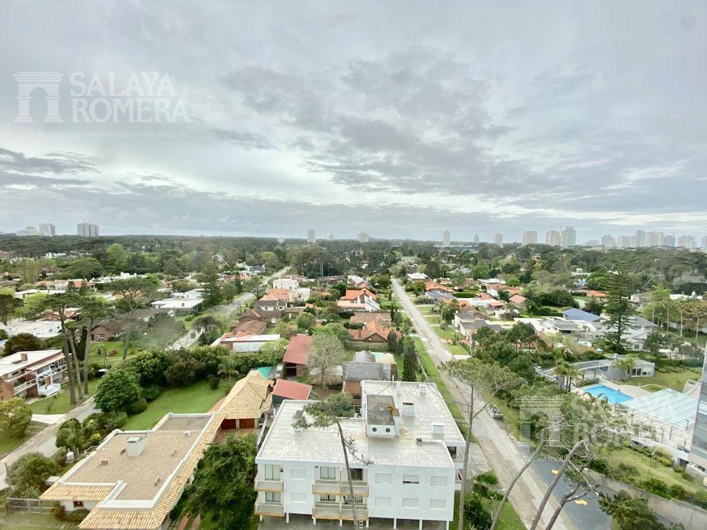 Foto Departamento en Venta | Alquiler temporario en  Playa Mansa,  Punta del Este  ZONA ENJOY - Playa Mansa, VISTAS UNICAS! 2 dormitorios, 2 baños