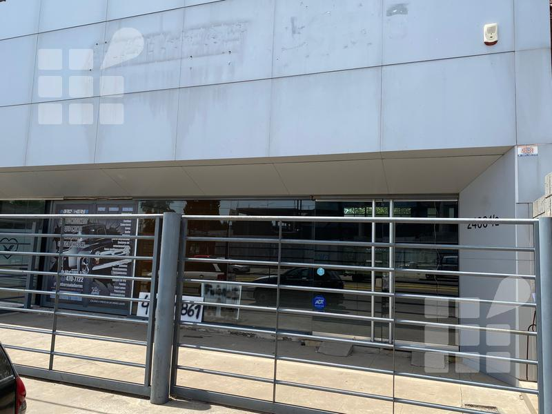 Foto Local en Alquiler en  La Plata ,  G.B.A. Zona Sur  44 e/ 144 y 145