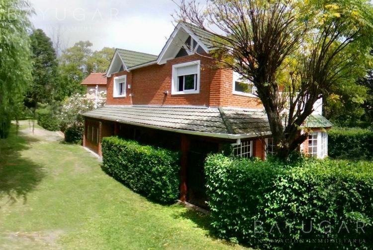 Foto Casa en Venta en  Country La Lonja,  Countries/B.Cerrado (Pilar)  Luminosa casa  a la venta en  Barrio La Lonja – Bayugar Negocios Inmobiliarios