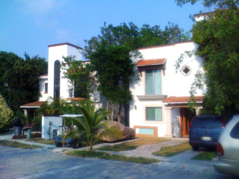 Foto Casa en Venta en  Solidaridad,  Playa del Carmen  Preciosa casa de lujo en venta en playacar fase 2 P1246