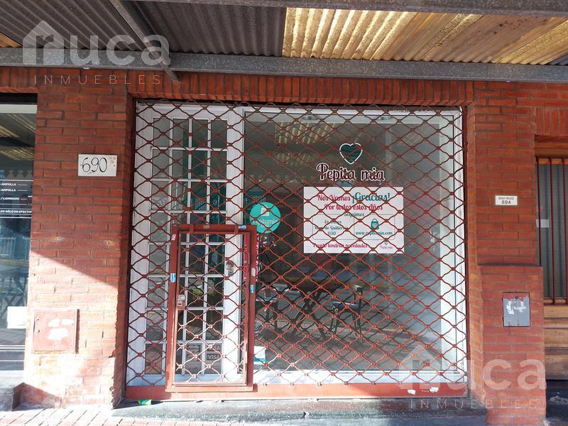 Foto Local en Alquiler en  La Lucila,  Vicente López  Excelente local en el centro de La Lucia | Diaz Vélez al 600