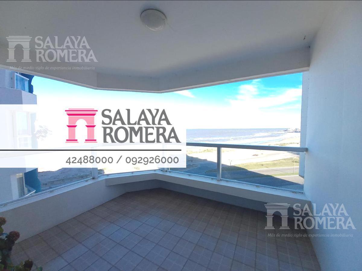Foto Departamento en Venta | Alquiler temporario en  Playa Brava,  Punta del Este  Departamento primera linea Playa Brava! 2 dormitorios- 2 baños. Amplío living comedor y terraza