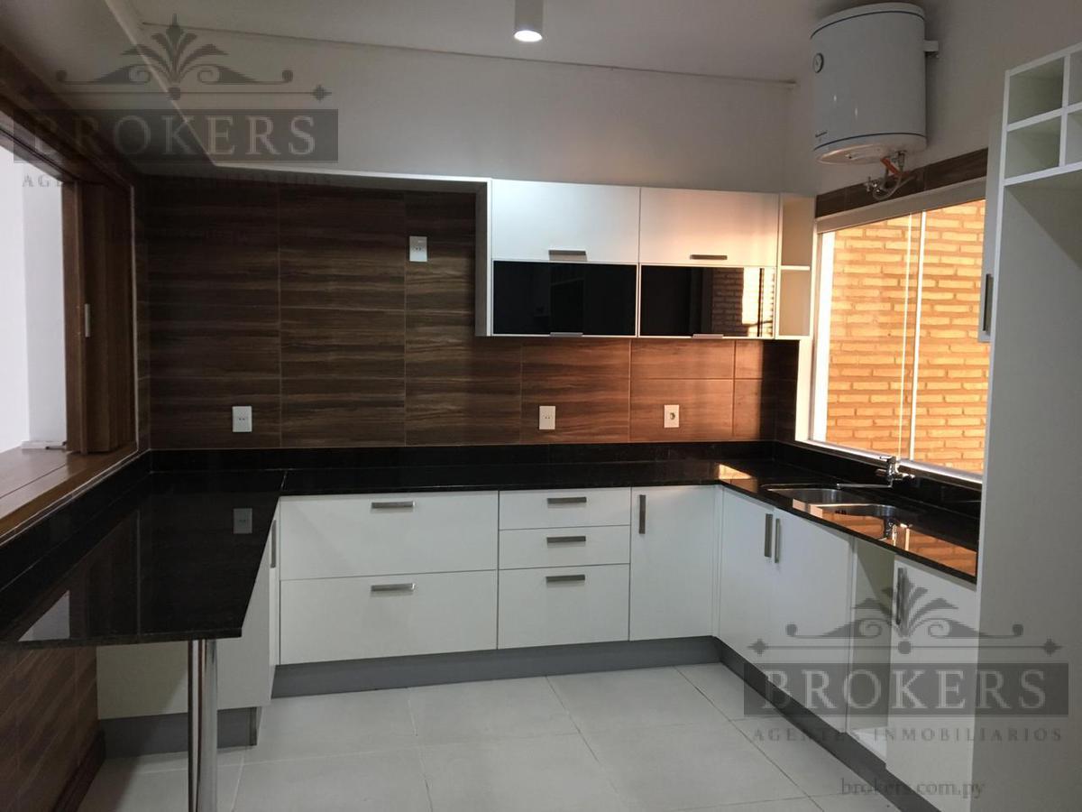 Foto Casa en Venta en  San Lorenzo,  San Lorenzo  Alquilo Duplex  Con Area de Servicio En Zona Zona Pinedo