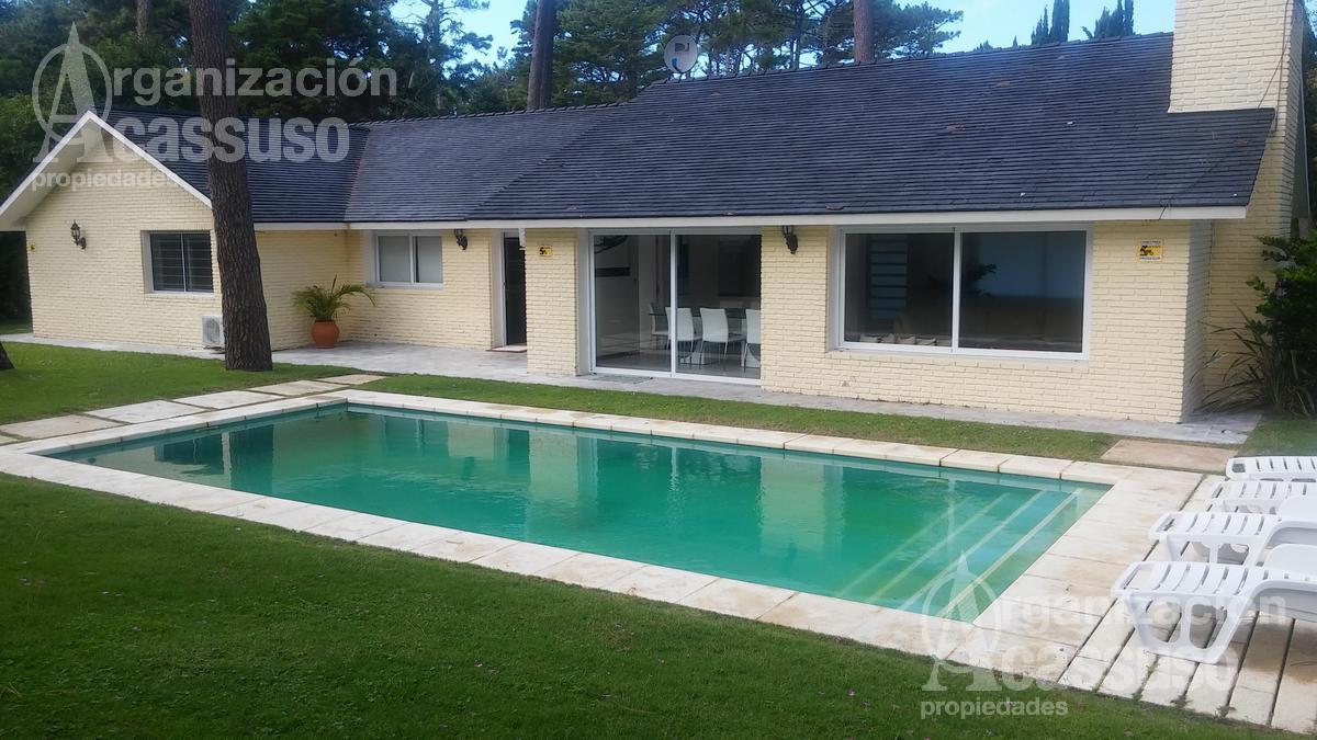 Foto Casa en Alquiler en  Playa Mansa,  Punta del Este  Casa en venta y alquiler Mansa calle Melo  Punta del Este