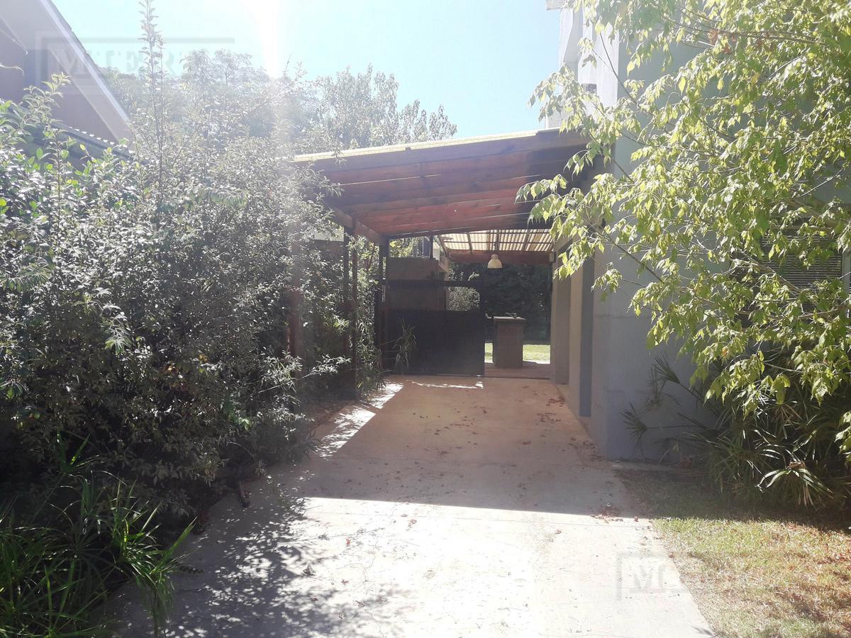 Casa en venta en el Barrio Los Alamos
