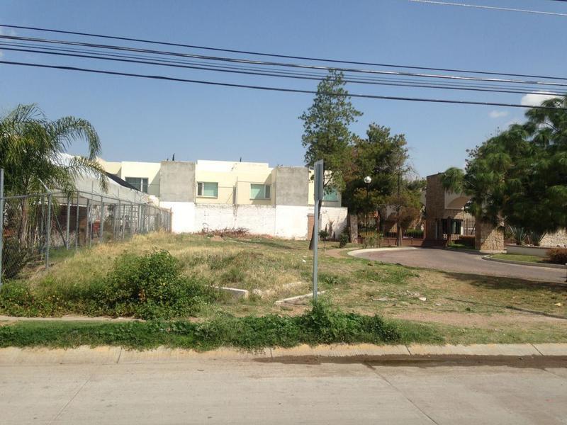 Foto Terreno en Renta en  Condominio Rincón Andaluz,  Aguascalientes  M&C RENTA TERRENO COMERCIAL EN RINCÓN ANDALUZ AL NORPONIENTE