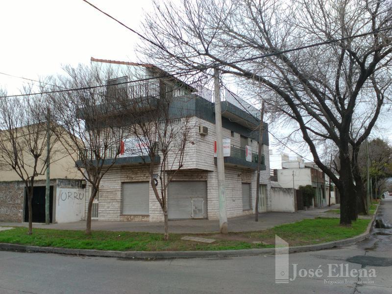 Foto Local en Alquiler en  Rosario ,  Santa Fe  SAAVEDRA al 2300