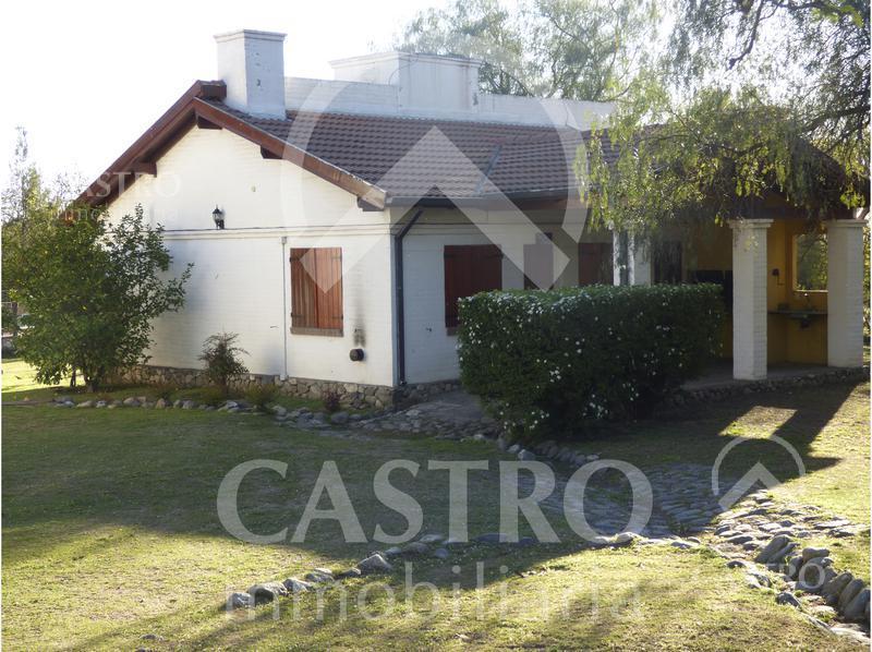 Foto Casa en Venta en  Av del Norte,  Merlo  Chalet con amplio parque y piscina