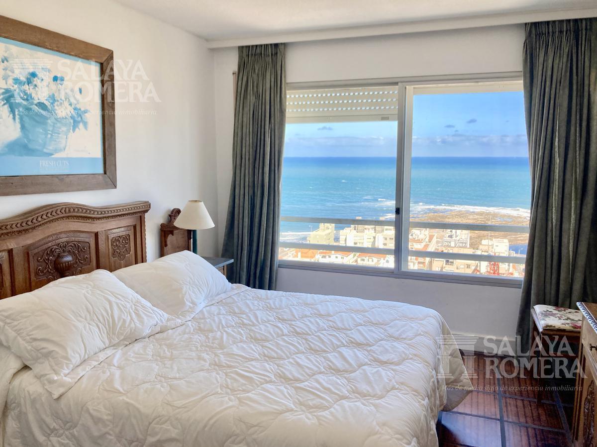 Foto Departamento en Venta en  Península,  Punta del Este  BAJO DE PRECIO !!!Venta Apartamento 3 dormitorios 2 baños  con inmejorables vistas al Mar en la Peninsula de Punta del Este