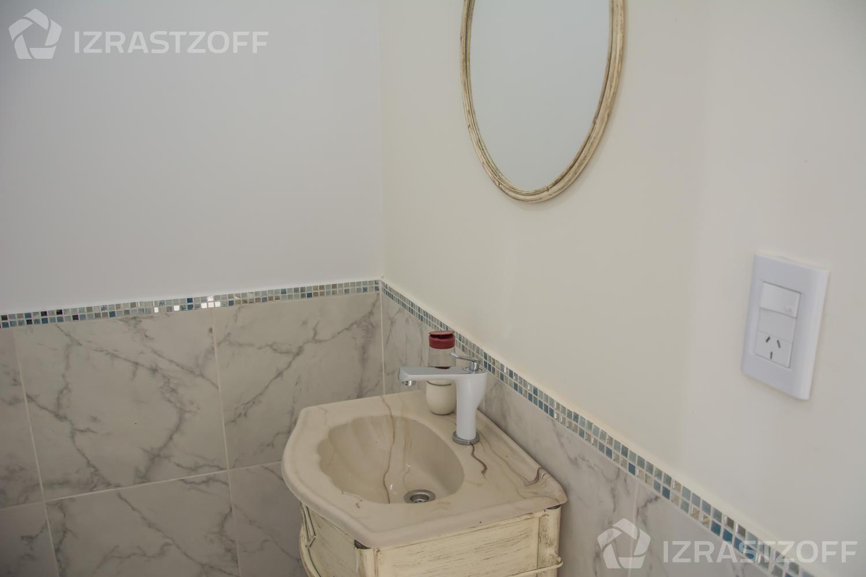 Casa-Venta-San Gabriel-Casa  al agua y cuatro dormitorios