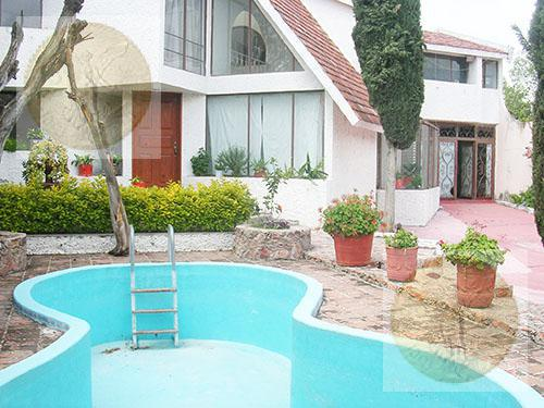 Foto Casa en Venta en  Barrio La Magdalena,  Tequisquiapan  Con espacios amplios, alberca y jardín