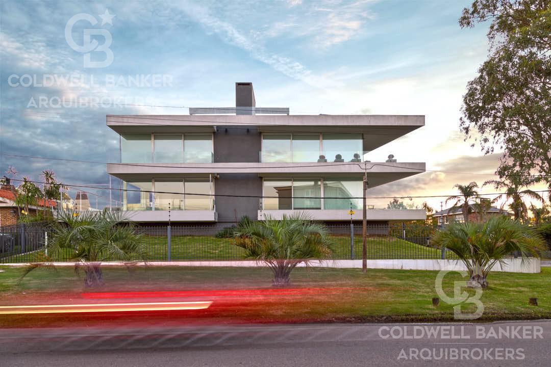 Foto Apartamento en Venta en  Carrasco ,  Montevideo  Apartamento 3 dormitorios en venta y alquiler con  2 garajes en Carrasco