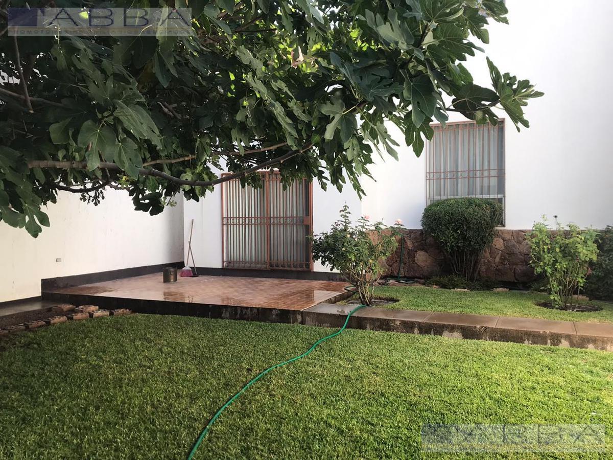 Foto Casa en Venta en  Chihuahua ,  Chihuahua  Venta casa con recamara planta baja en Fraccionamiento sicomoros