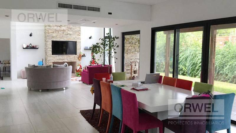 Foto Casa en Venta en  Tigre ,  G.B.A. Zona Norte  Santa Maria de Tigre al 100