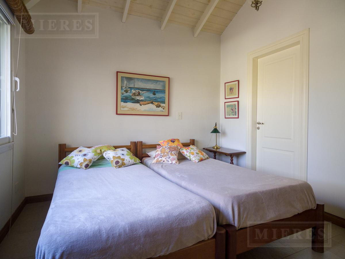 MIERES Propiedades- Casa de 259 mts en barrio cerrado Villa Rosa