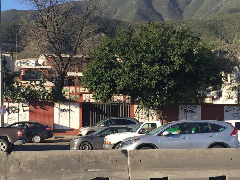 Foto Terreno en Renta en  Monterrey ,  Nuevo León  TERRENO COMERCIAL