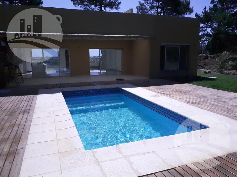 Foto Casa en Venta en  Pinamar ,  Costa Atlantica  Casa 140 Mts2 / 4 amb. / Villa Robles