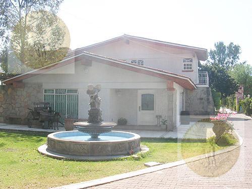 Foto Casa en Venta en  Granjas Residencial,  Tequisquiapan  Residencia con alberca y jardín grande