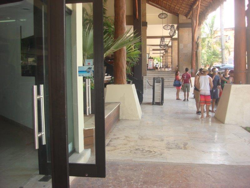 Playa del Carmen Local for Venta scene image 3