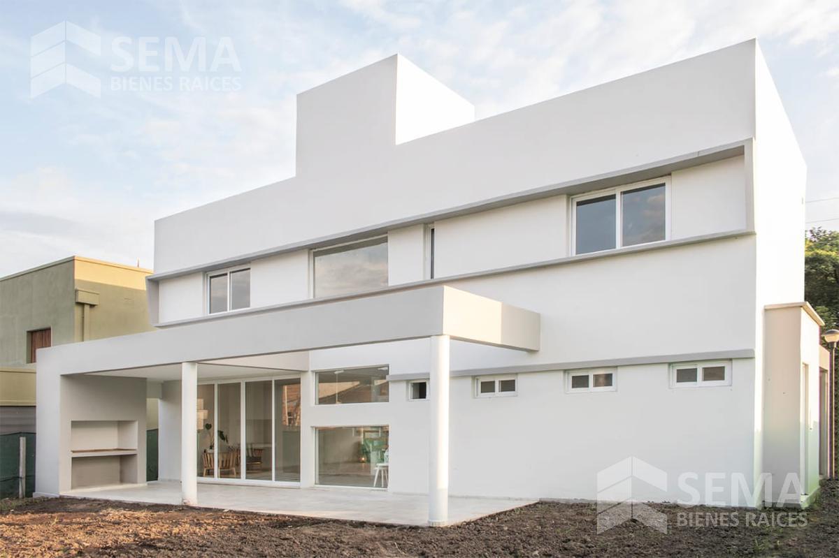 Foto Casa en Venta en  Av. Peron ,  Yerba Buena  Bº Privado Alto V 2 /J20