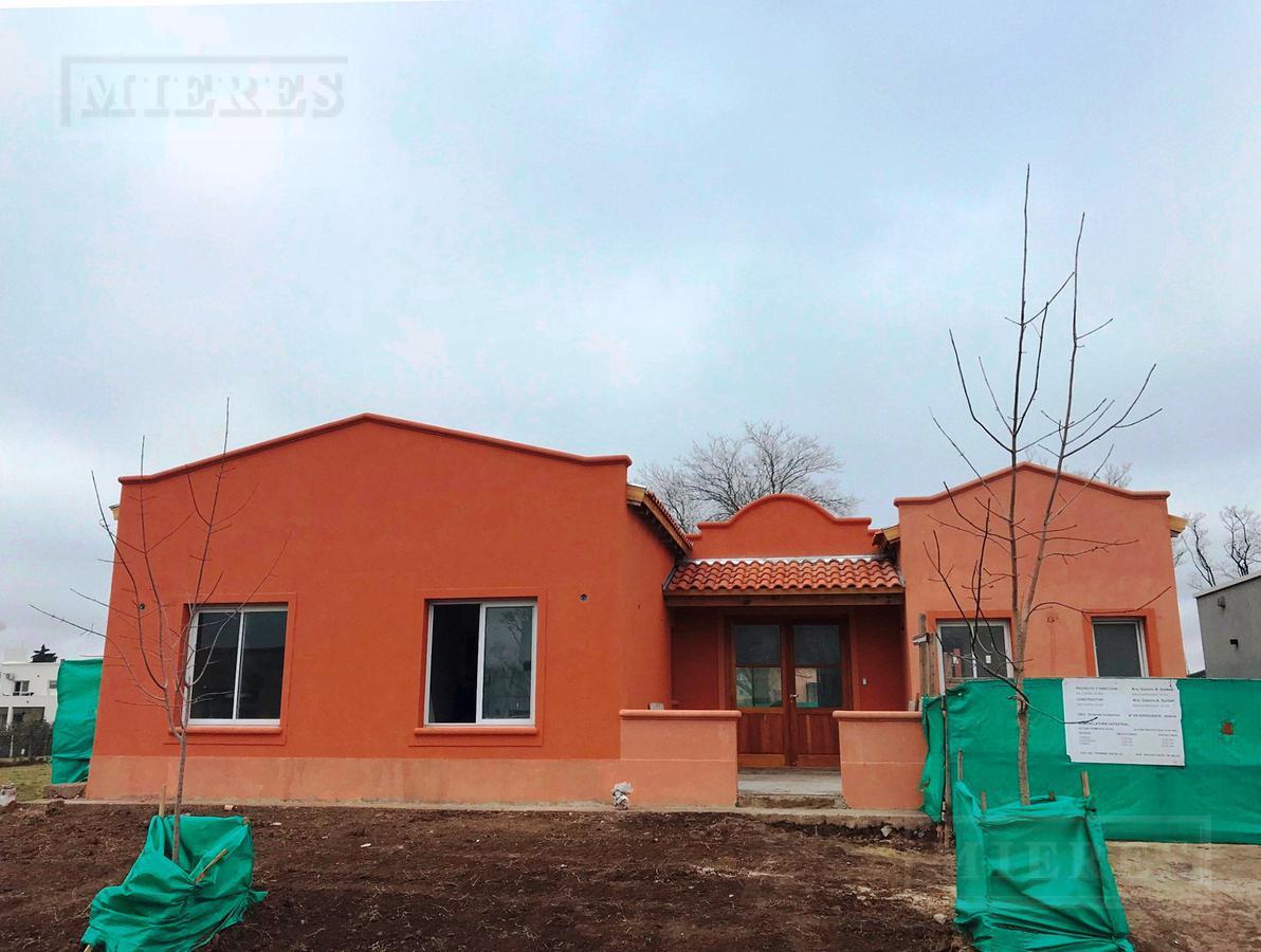 Casa de 200 mts en Pilar del Este Santa Guadalupe